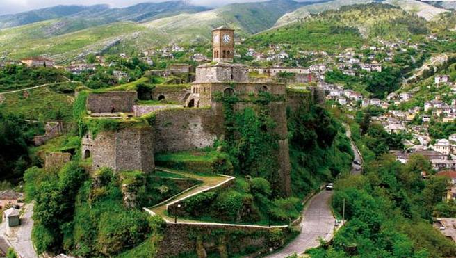 Argirocastro la città del folclore e del castello argentato